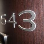 Sign-capitale Signalétique interne - Numéro chambre relief
