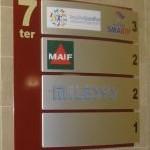 Sign-Capitale - Signalétique interne Panneau de hall pour immeuble de bureaux