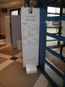 Totem intérieur pour modification de l'affiche papier