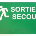 Sign-Capitale - Signalétique interne, Plaque sortie de secours, lecture braille et PMR