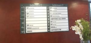 Panneau d'accueil verre hall d'accueil