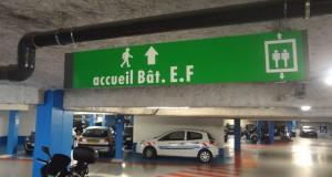 Exemple d'affichage de sécurité dans un parking : Directionnel parking