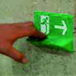 Sign-Capitale Signalétique sortie de secours lecture braille