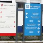 Sign-Capitale - Signalétique extérieure panneaux directifs bleus et blanc