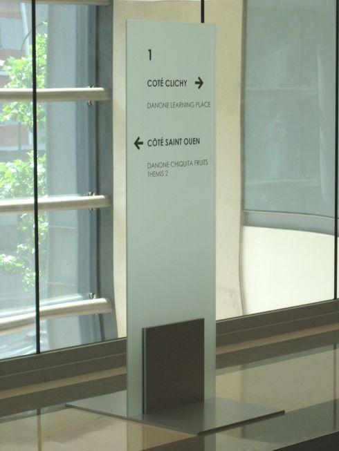 Sign-Capitale Signalétique externe décor des vitres et enseigne sur fronton