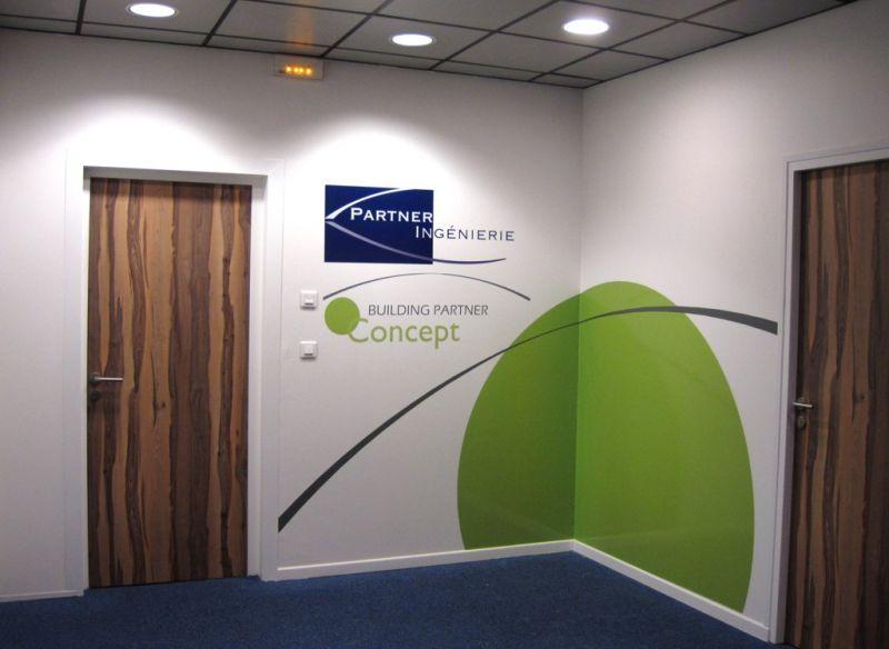 Sign-Capitale - décor logo adhésif intérieur