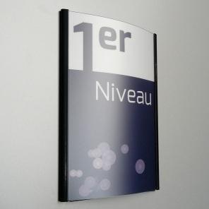 Sign-capitale Totem externe accès en alu avec décor vinyle