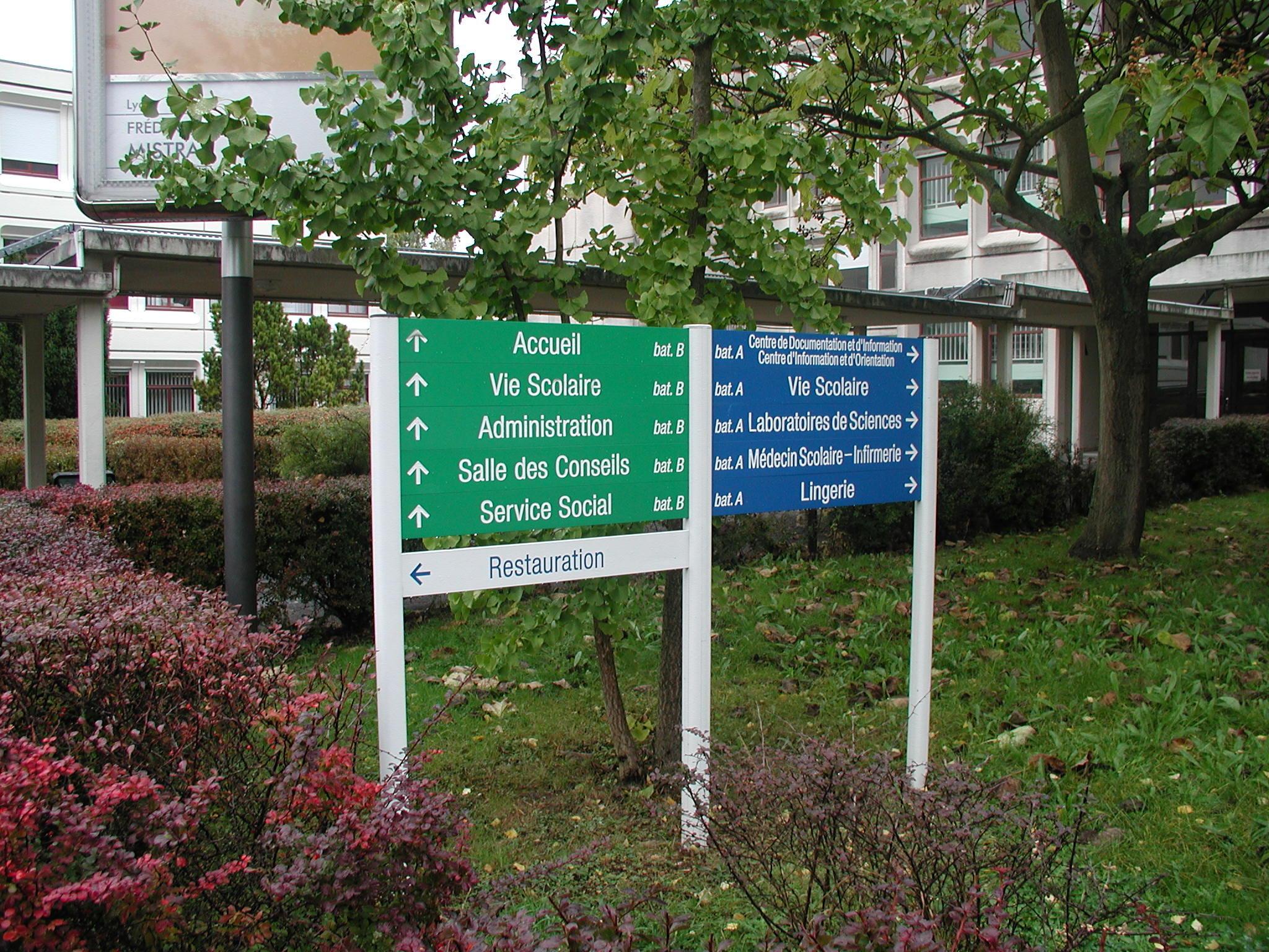 circulation véhicules et piétons hôpital