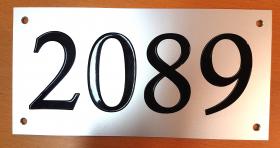 Numérotation de porte sur plaque alu