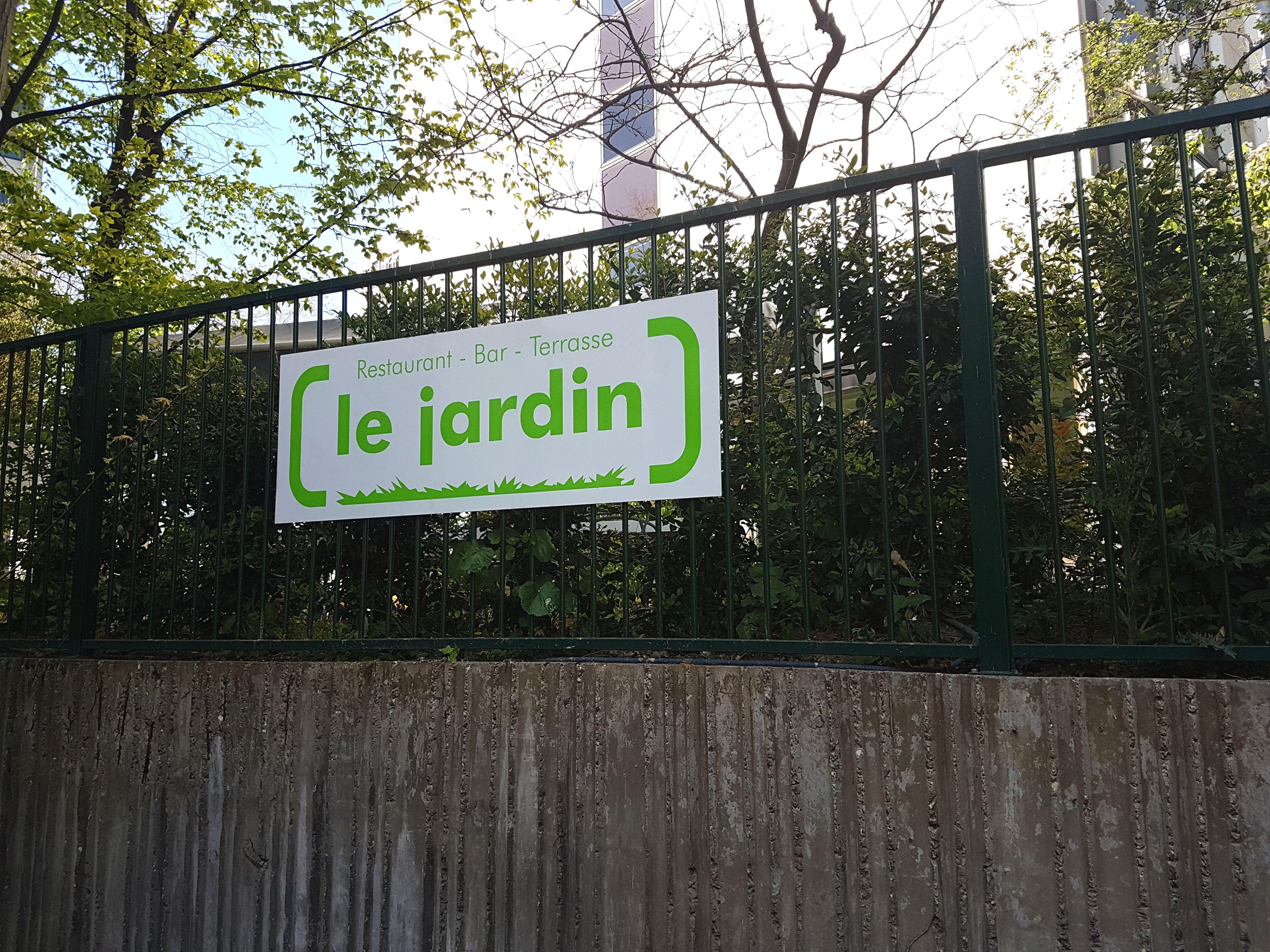 Panneau extérieur avec vernis anti-graffitis