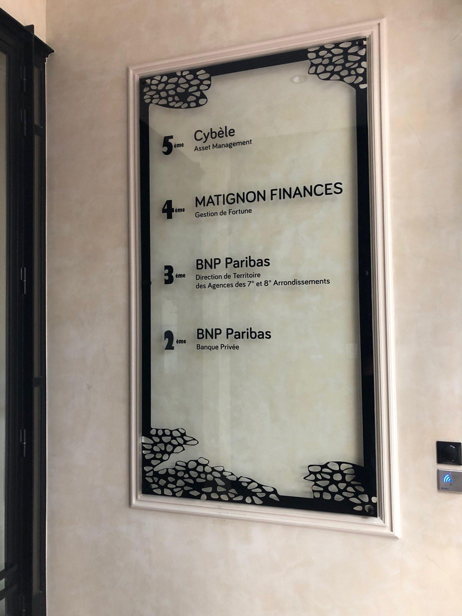 plaque pour entrée d'immeuble de bureaux